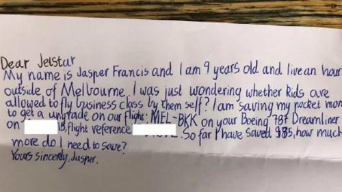 Cậu bé viết trong thư: Tên cháu là Jasper Francis, cháu 9 tuổi và đang sống cách Melbourne một giờ. Cháu muốn hỏiliệu trẻ con có được ngồi khoang hạng thương gia khi bay một mình không ạ? Cháu đang tiết kiệm tiền tiêu vặt để nâng hạng ghế trong chuyếnMEL-BKK trên máy bay Boeing 787 Dreamliner. Tới giờ cháu dành dụm được 85 đôla Australia, cháu cần phải tích góp bao nhiêu nữa ạ. Ảnh:News.