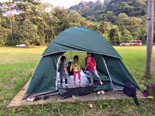 Gia đình Hà Nội cắm trại săn bướm ở Cúc Phương dịp 30/4 - 2