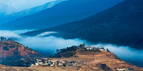 Bhutan là một quốc gia nội lục tại miền đông dãy Himalaya thuộc Nam Á.