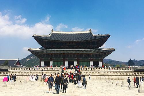 Cung điện Gyeongbokgung là một trong những điểm đến nổi tiếng tại thủ đô Seoul. Ảnh: Phong Vinh.
