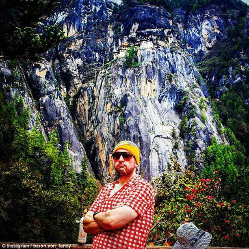 Chagnon chụp hình tại Bhutan. Ảnh: IG.