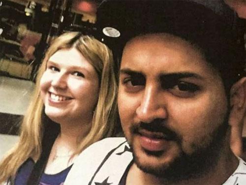 Jessica chụp ảnh cùng bạn trai Sighn. Ảnh: News.