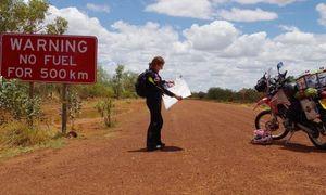 Bà nội 42 tuổi một mình phượt mô tô qua 7 châu lục