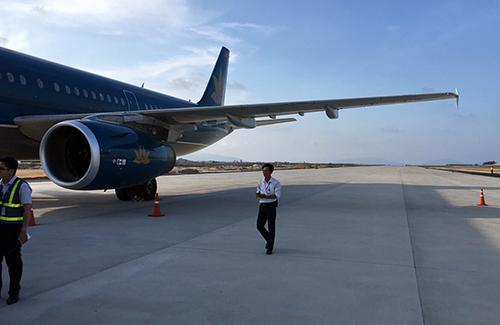 Máy bay đáp nhầm xuống sân bay Cam Ranh chiều 29/4. Ảnh:An Phước.