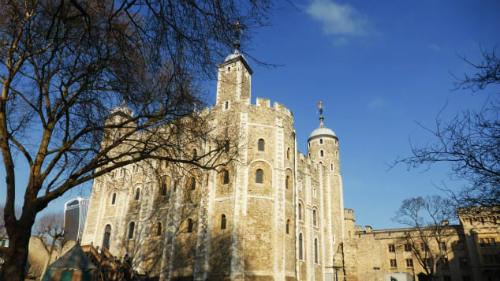 Cung điện và pháo đài của Nữ hoàng, tên thường gọi là
