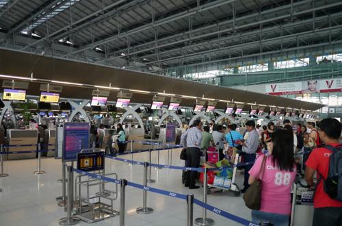 Hiện tại, Thai Airways cho biếtnếu du khách nào gặp phải vấn đề này có thể liên hệ với trung tâm khách hàng của hãng hàng không để nhân viên có thể ghi tên lên vé bằng tay. Ảnh: Travelwerke.