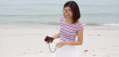 Bãi tắm ở đảo Quan Lạn ghi điểm vì thoải, sóng êm, cát trắng.