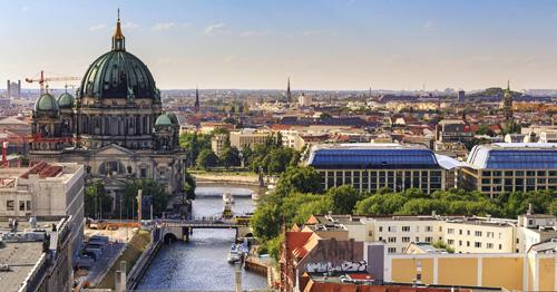 Pháp và Đức là hai quốc gia tiếp theo nằm trong hành trình công du của Putin. Đức đươc biết đến là một quốc gia giàu có và nền tảng văn hóa lâu đời. Đây cũng là một điểm đến trong mơ của nhiều du khách Việt. Ngày nay, từ Hà Nội hoặc TP HCM, bạn có thể bay thẳng sang Đức mà không cần nối chuyến.