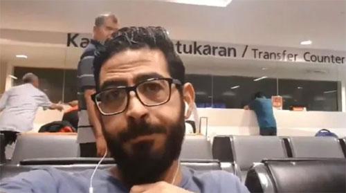 Không giống như hàng triệu hành khách đến sân bay để trở về nhà sau một chuyến đi dài hay đi du lịch, tất cả những gì Hassan có thể làm hiện giờ là ngồi nhìn và chờ đợi. Ảnh: News.