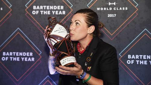 Khi giành được chiến thắng ở Mexico cho ngôi vị Bartender xuất sắc nhất thế giới năm 2017, Kaitlyn cho biết cô thực sự tự hào vì góp phần trở thành một trong nhữngngười phụ nữ tiên phong trong lĩnh vực này. Ảnh: Diageo.