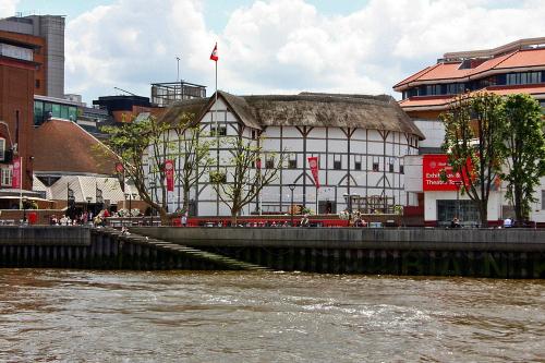 Nhà hát mới được thiết kế y nguyên nhà hát từ thế kỷ 16 của Shakespeare. Ảnh: Amusing Planet.