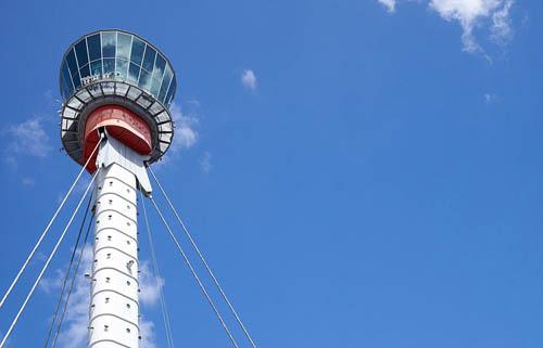 Tháp Heathrow - nơi làm việc của 3 đội kiểm soát không lưu.