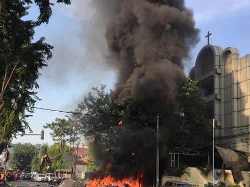 Khuyến cáo này được đưa ra sau khi hàng loạt vụ đánh bom khủng bố xảy ra gần đây khi tháng đạo Hồi Ramadan ở Indonesia bắt đầu. Ảnh: West.