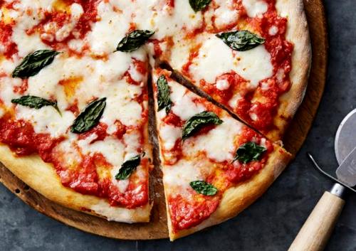 Nếu hay ăn pizza chắc hẳn bạn đã thử chiếc bánh 3 màu đỏ, xanh lá và trắng, nhưng có thể bạn không biết cái tên Margherita là cả một câu chuyện.
