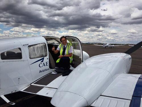 Không tiết lộ mình làm việc cho hãng nào, Charlotte từng được đào tạo tại Học viện Hàng không Oxford CAE. Ảnh:Charlotte Knowlson.