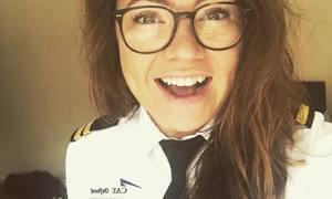 Màn đáp trả của nữ phi công khi bị hành khách khinh thường