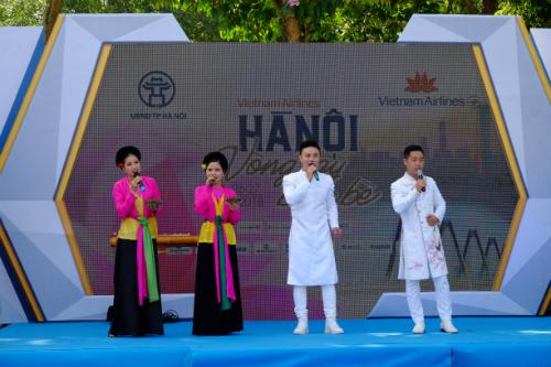 Biểu diễn nghệ thuật truyền thống Việt Nam tại sự kiện.