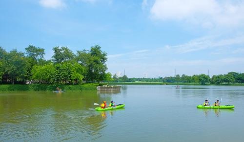 Diễn ra vào ngày 2 và 3/6 tại tổ hợp LePARC - Gamuda City, Trại hè Không lồng kính là một sự kiện hoàn toàn miễn phí cho các bạn nhỏ nhân dịp Tết Thiếu nhi năm nay.Với không gian xanh mát, trong lành, LePARC - Gamuda City là địa điểm lý tưởng cho các hoạt động ngoài trời, dã ngoại cuối tuần.