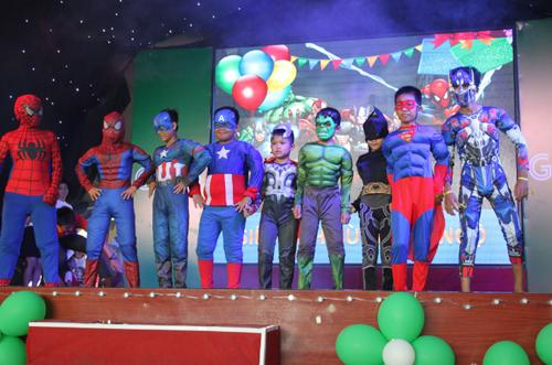 Các bạn nhỏ sẽ hóa thân thành nhữngsiêu anh hùng giairi cứu thế giới. Chương trình sân khấu trình diễn ca múa nhạc, ảo thuật, thời trang do chính các bạn nhỏ thể hiện sẽ khiến phụ huynh ngạc nhiên về tài năng của con.