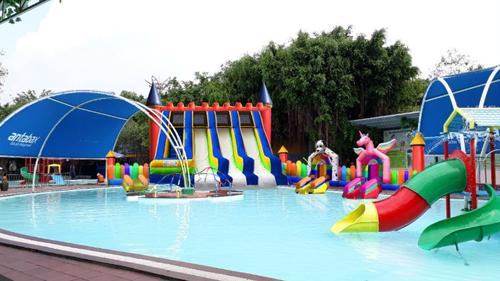 Dịp 1/6, Công viên nước (KizCiti HCM) sẽ khai trương hệ thống lâu đài hơi, trượt nước liên hoàn, cho các bạn nhỏ thỏa sức đắm mình trong làn nước mát giữa mùa hè.Đây là hoạt động hoàn toàn miễn phí cho các công dân vui chơi hướng nghiệp tại KizCiti.