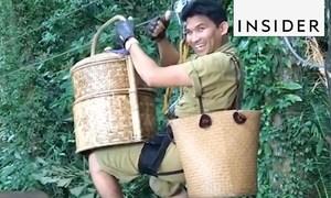 Bồi bàn đu zipline phục vụ thực khách ở Thái Lan
