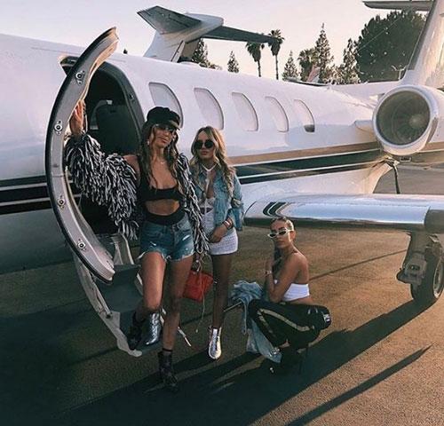 Hội con nhà giàu ở Nga khoe các chuyến du lịch sang chảnh trên các chuyên cơ riêng.