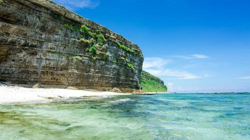 Đảo Lý Sơn xanh thẳm hoang sơ.