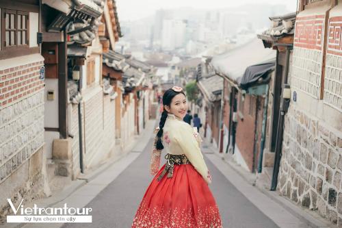 Ngoài ra, du khách có thể đặt tour charter Đảo Jeju  Seoul  Đảo Nami  Công viên Everland 6 ngày giá từ 14,99 triệu đồng kết hợp hai lịch trình tham quan của tour Jeju 6 ngày và tour Hàn Quốc 5 ngày truyền thống để khám phá toàn cảnh Hàn Quốc từ đảo thiên đường Jeju, hòn đảo trăng khuyết Nami, công viên giải trí Everland lớn nhất xứ Hàn đến thủ đô Seoul sôi động hàng đầu châu Á.