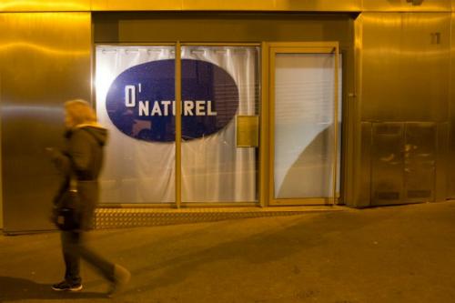 Toạ lạc trongmột góc phố yên tĩnh phía tây nam Paris, ONaturel được mệnh danh là nhà hàng khoả thân đầu tiên của kinh đô ánh sáng.