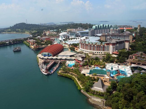 Hiện tại, đảo có 17 khách sạn, hai sân golf, bãi biển 3 km cùng các điểm tham quan khác như trường quay Universal, bảo tàng sáp Madame Tussauds, công viên nước... và những trung tâm mua sắm khổng lồ. Ảnh: News.