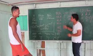 Cầu thủ Man Utd gây sốt với video học tiếng Việt ở Hạ Long