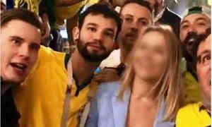 Dạy phụ nữ Nga nói bậy tại World Cup, khách Brazil bị đuổi việc