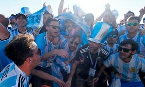 Khách Argentina: 'Messi đã thức tỉnh, anh ấy sẽ giải cứu chúng tôi'
