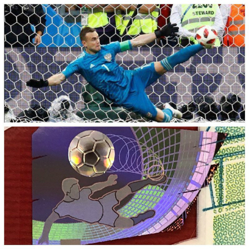 Hình ảnh trên đồng 100 rúp và khoảnh khắc xuất thần của thủ môn Akinfeev. Ảnh:Twitter.