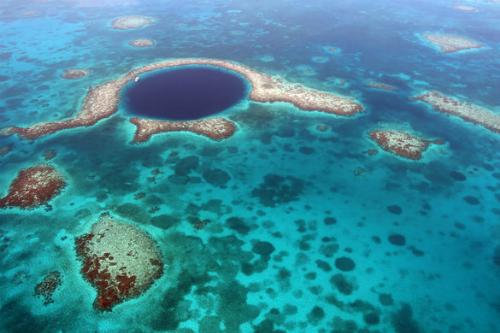 Hố Xanh Khổng lồ ở Belize. Ảnh: Sean Mcauliffe.