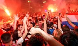 Du khách Croatia mừng chiến thắng làm nghẽn đường phố Đức
