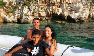 Rời World Cup sớm, Ronaldo bay phi cơ riêng đi nghỉ ở Hy Lạp