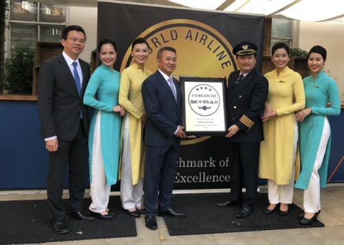 Tại lễ trao giải của Skytrax, Vietnam Airlines cũng được nhận chứng chỉ hãng hàng không quốc tế 4 sao lần thứ ba liên tiếp.