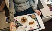 10 sai lầm hành khách dễ mắc phải với đồ ăn trên máy bay