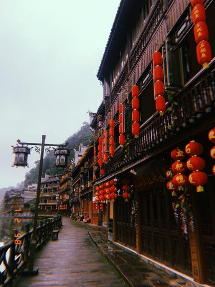 Những ngày mưa khó quên ở Phượng Hoàng cổ trấn - page 2