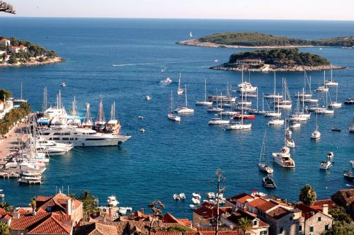 Đảo Hvar là điểm đến hàng đầu của Croatia. Ảnh: