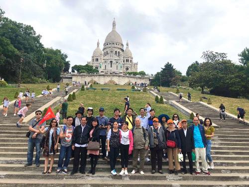 Đoàn khách TST tourist khám phá châu Âu.