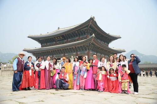 Du lịch Hàn Quốc, chụp ảnh ở Cảnh Phúc Cung. Ảnh: TST tourist.