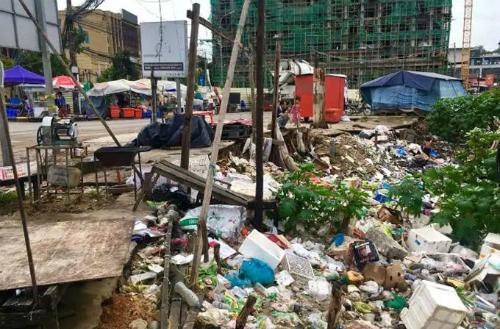 Những bãi rác lớn nhỏ trên đường phố ởSihanoukville. Ảnh: News.