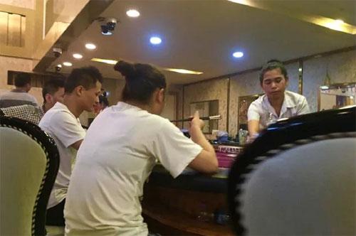 Tuy nhiên, thay vì tới để tắm nắng và bơi lội trên các bãi biển tuyệt đẹp, khám phá nềm văn hóa bản địa, khách Trung Quốc đắm chìm trong các hộp đêm, casino. Ảnh: News.