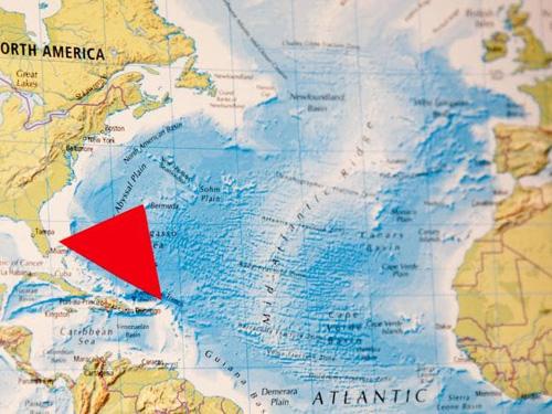 Tam giác quỷ Bermuda (màu đỏ) là khu vực có rất nhiều tàu bè qua lại. Ảnh: News.