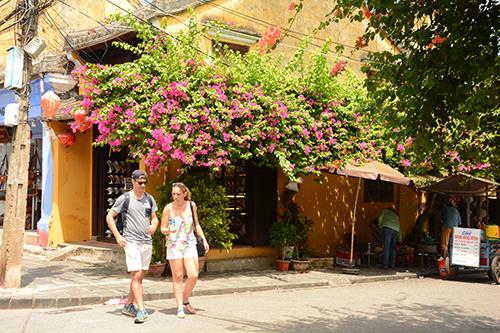 Năm 2017, Việt Nam đón gần 13 triệu lượt khách quốc tế. Trong khi 6 tháng đầu năm nay, lượng khách này đạt gần 7,9 triệu lượt, tăng 27% so với cùng kỳ.