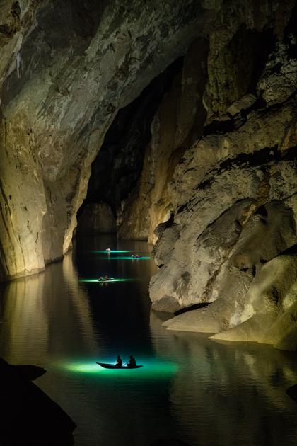 Từ năm 2019, tất cả các tour Thám hiểm Sơn Đoòng sẽ được bổ sung thêm 2 đèn LED 38.000 lumen, hỗ trợ chụp hình sẽ giúp bạn có được những tấm hình mà trước đây chỉ có thể chụp được trong các tour quay phim, chụp hình. Những đoạn tối nhất của hang sẽ được chiếu sáng để có những bức hình tuyệt đẹp, dù là được chụp bằng điện thoại.
