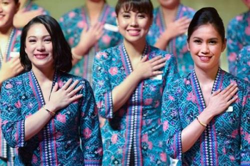 Đồng phục kebaya của tiếp viên Malaysia Airlines. Ảnh:Facebook.