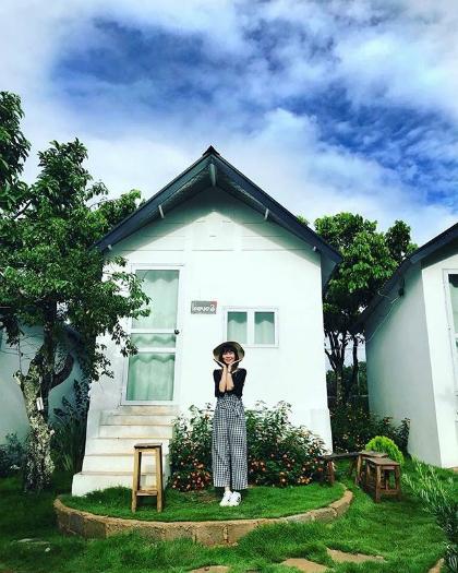 Một trong những ngôi nhà nhỏ của Đồi House. Ảnh: Instagram.